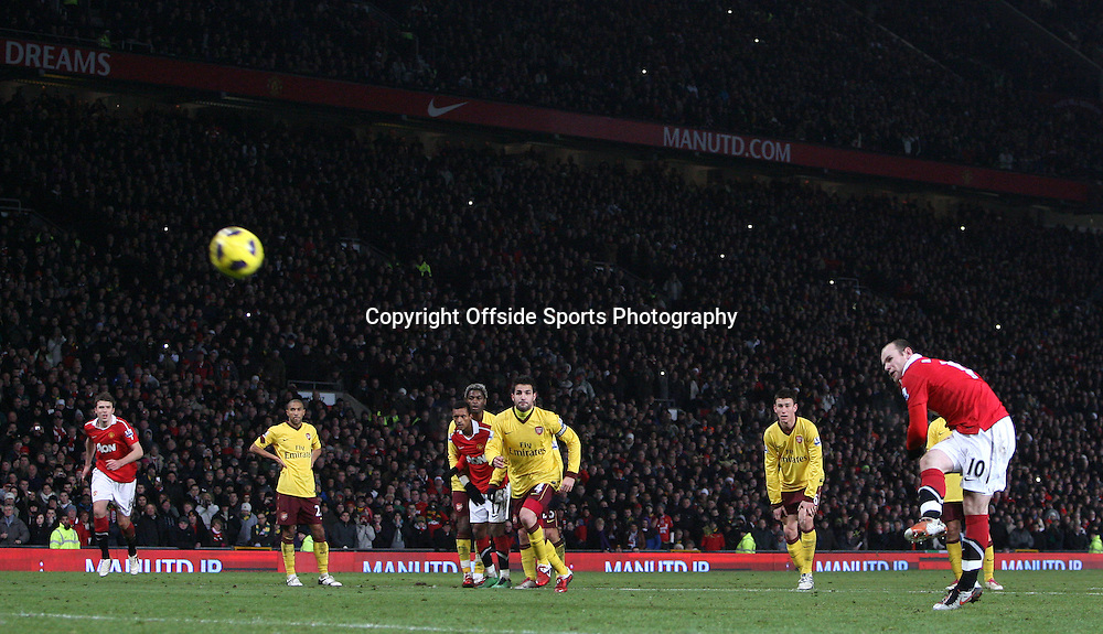 13/12/2010 - Barclays Premier League - Manchester United vs. Arsenal - Wayne Rooney of Man Utd shoots his penalty over the bar - Photo: Simon Stacpoole / Offside.