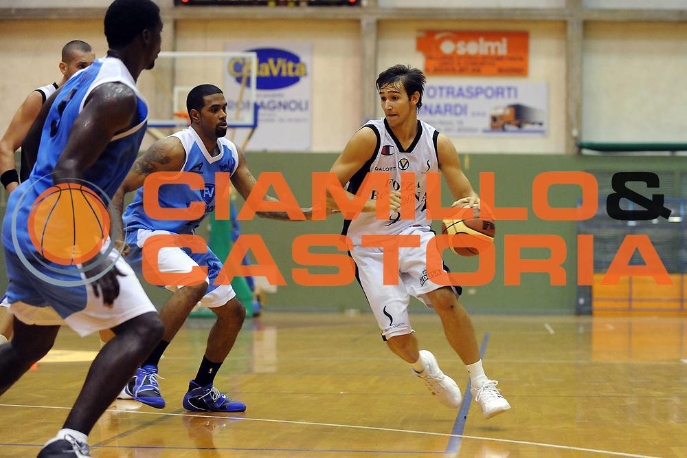 DESCRIZIONE : Budrio Lega A 2009-10 Basket Amichevole Virtus Forza Bologna Vanoli Soresina<br /> GIOCATORE : Riccardo Moraschini<br /> SQUADRA : Virtus Forza Bologna <br /> EVENTO : Campionato Lega A 2009-2010 <br /> GARA : Virtus Forza Bologna Vanoli Soresina<br /> DATA : 07/10/2009<br /> CATEGORIA : penetrazione<br /> SPORT : Pallacanestro <br /> AUTORE : Agenzia Ciamillo-Castoria/M.Marchi<br /> Galleria : Lega Basket A 2009-2010 <br /> Fotonotizia : Budrio Campionato Italiano Lega A 2009-2010 Basket Amichevole Virtus Forza Bologna Vanoli Soresina<br /> Predefinita :