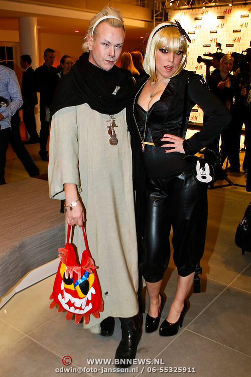 NLD/Amsterdam/20100115 - Inloop uitreiking Elle Style Awards, Bas Koster en model
