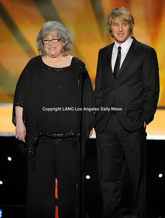 """Kathy Bates and Owen Wilson present a clip for """"Midnight in Paris."""" The 18th Annual Screen Actors Guild Awards were held at the Shrine Exposition Center in Los Angeles, CA 1/29/2012(John McCoy/Staff Photographer)"""