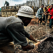 The Intermón Oxfam water bank (developed in Ethiopia for this NGO) is the most ambitious water infrastructure construction and management project in its history. The goal for the water bank is to supply 20 litres of safe water per person, per day -the minimum amount recommended by the WHO- to the people who suffer from severe water problems, by making better use of the springs and digging wells Gurage, Ethiopia.