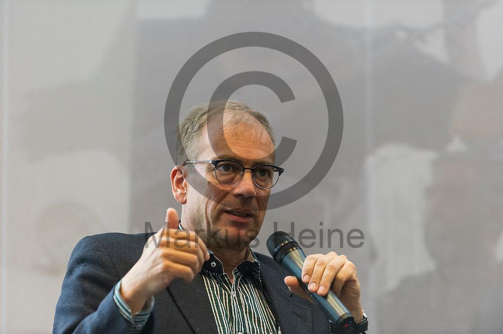 w&auml;hrend der Buchvorstellung und Podiumsdiskussion: &quot;IS und Al-Qaida&quot; am 18.05.2016 in Berlin, Deutschland. Bei der Podiumsdiskussion beantworten die jordanischen Islamismus-Experten die wichtigsten Fragen nach Unterschieden und Verh&auml;ltnis zwischen dem sogenannten &quot;Islamischen Staat&quot; und dem Al-Qaida-Netzwerk. Foto: Markus Heine / heineimaging<br /> <br /> ------------------------------<br /> <br /> Ver&ouml;ffentlichung nur mit Fotografennennung, sowie gegen Honorar und Belegexemplar.<br /> <br /> Bankverbindung:<br /> IBAN: DE65660908000004437497<br /> BIC CODE: GENODE61BBB<br /> Badische Beamten Bank Karlsruhe<br /> <br /> USt-IdNr: DE291853306<br /> <br /> Please note:<br /> All rights reserved! Don't publish without copyright!<br /> <br /> Stand: 05.2016<br /> <br /> ------------------------------w&auml;hrend der Buchvorstellung und Podiumsdiskussion: &quot;IS und Al-Qaida&quot; am 18.05.2016 in Berlin, Deutschland. Bei der Podiumsdiskussion beantworten die jordanischen Islamismus-Experten die wichtigsten Fragen nach Unterschieden und Verh&auml;ltnis zwischen dem sogenannten &quot;Islamischen Staat&quot; und dem Al-Qaida-Netzwerk. Foto: Markus Heine / heineimaging<br /> <br /> ------------------------------<br /> <br /> Ver&ouml;ffentlichung nur mit Fotografennennung, sowie gegen Honorar und Belegexemplar.<br /> <br /> Bankverbindung:<br /> IBAN: DE65660908000004437497<br /> BIC CODE: GENODE61BBB<br /> Badische Beamten Bank Karlsruhe<br /> <br /> USt-IdNr: DE291853306<br /> <br /> Please note:<br /> All rights reserved! Don't publish without copyright!<br /> <br /> Stand: 05.2016<br /> <br /> ------------------------------