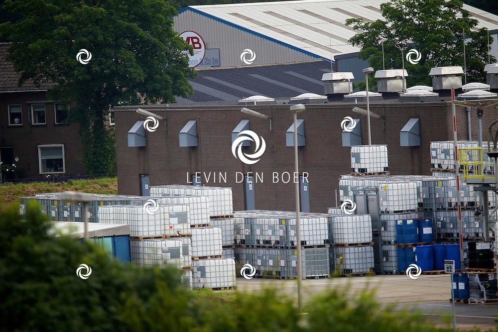 ZALTBOMMEL - Met op de foto de chemische fabriek van Sachem Chemical Company te Zaltbommel. FOTO LEVIN DEN BOER - PERSFOTO.NU