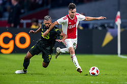 14-08-2018 NED: Champions League AFC Ajax - Standard de Liege, Amsterdam<br /> Third Qualifying Round,  3-0 victory Ajax during the UEFA Champions League match between Ajax v Standard Luik at the Johan Cruijff Arena / Nicolas Tagliafico #31 of Ajax, Arnaud Bodart #16 of Standard Liege
