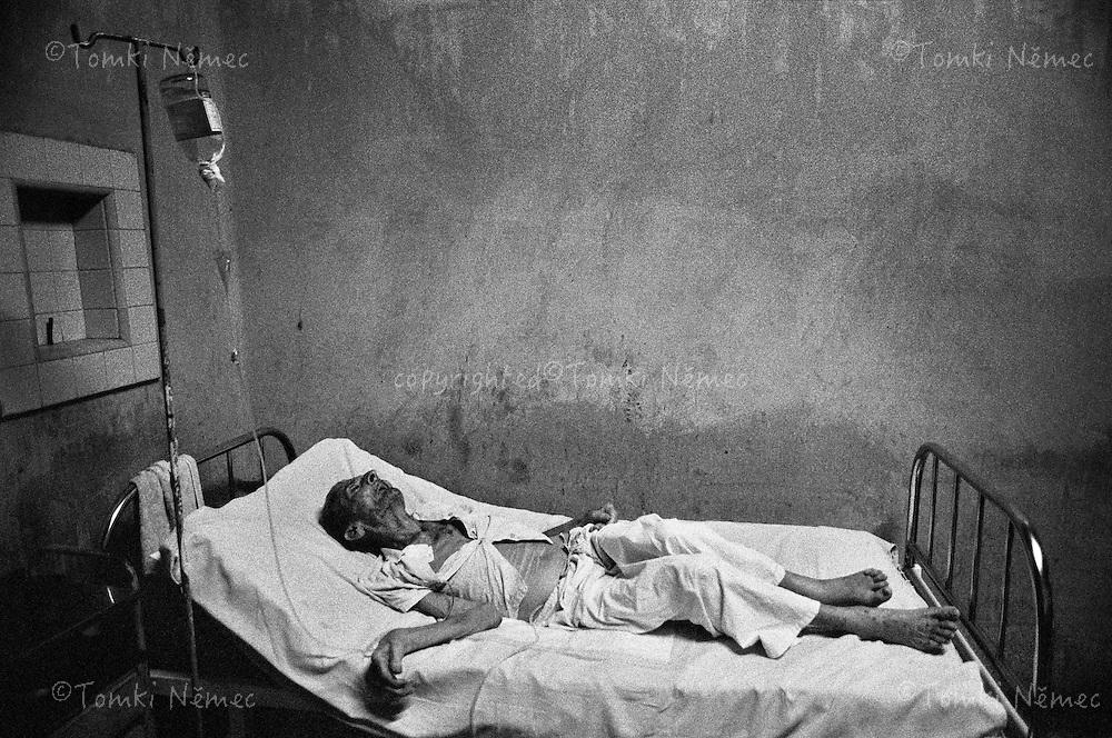 "CUBA/1994                                                                                                                    *EN: Rationing. Emigration. A shortage of basic foodstuffs, medicine, clothing and everyday necessities. Hunger and poverty. Prostitution. Disease. A police state, repression, imprisonment, torture and persecution... Beautiful nature, the ocean, paradise. Tourists. Socialism and permanent revolution. Fidel Castro, Che and the others. This is Cuba. The ""Island of Freedom"". The Cuban health-care system, so lauded by Fidel Castro, the leader of the revolution, paraded as one of the best in the world, is in catastrophic condition. Surgery takes place without anaesthetic, there are shortages of medicine, gauze and tools, electrical outages, heat, dirt, stink. The depressive environment of ""people's"" hospitals, plugged drains, toilets overflowing with faeces... True, this accomplishment of the Cuban Revolution belongs to every citizen for free..*CZ: Pridelovy sytem. Emigrace. Nedostatek zakladnich potravin, leku, obleceni a veci denni potreby. Hlad a  bida. Prostituce. Nemoci. Policejni stat, represe, zavirani, muceni, pronasledovani... Krasna priroda, more, raj na zemi. Turiste. Socialismus a permanentni revoluce. Che, Fidel a ti ostatni. Kuba. ""Ostrov svobody"".Zdravotnictvi na Kube, tolikrat opevovane vudcem revoluce Fidelem Castrem,  vystavovane na odiv jako jedno z nejlepsich na svete, je v katastrofalnim stavu. Operace probihaji bez umrtveni, nedostatek leku, obvazoveho materialu a nastroju, vypadky elektriny, horko, spina, zapach. Depresivni prostredi lidovych nemocnic, ucpana kanalizace, zachody pretekajici fekaliemi...Pravdou je, ze tento vydobytek kubanske revoluce ma kazdy obcan zdarma."