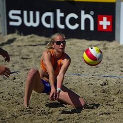 26-06-2011 VOLLEYBAL: EREDIVISIE BEACHVOLLEYBAL: HOLLUM AMELAND<br /> Danielle Remmers <br /> &copy;2011-www.FotoHoogendoorn.nl / Peter Schalk