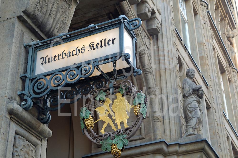 Deutschland, Leipzig,  Mädler Passage, Leuchtschild von Auerbachs Keller Deutschland, Leipzig, Mädler Passage (historic shopping mall)