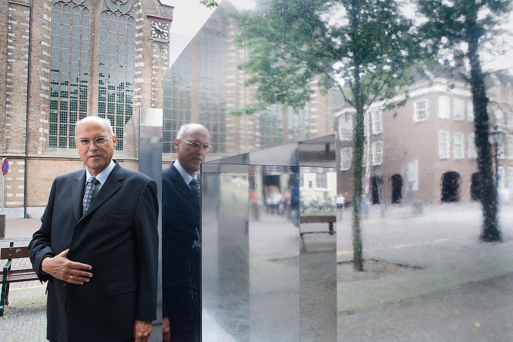 Nederland. Den Haag, 13 juni 2007.<br /> Oud SGP-Kamerlid Koos van den Berg is voorzitter van de commissie die het vermeende wangedrag van Nederlandse militairen in Irak gaat onderzoeken. <br /> De commissie moet boven water krijgen wat precies is gebeurd tijdens de ondervraging van ongeveer vijftien Irakezen door de Militaire Inlichtingen- en Veiligheidsdienst.<br /> Van den Berg zat tussen 1986 en 2002 in de Tweede Kamer.<br /> Foto Martijn Beekman <br /> NIET VOOR TROUW, AD, TELEGRAAF, NRC EN HET PAROOL