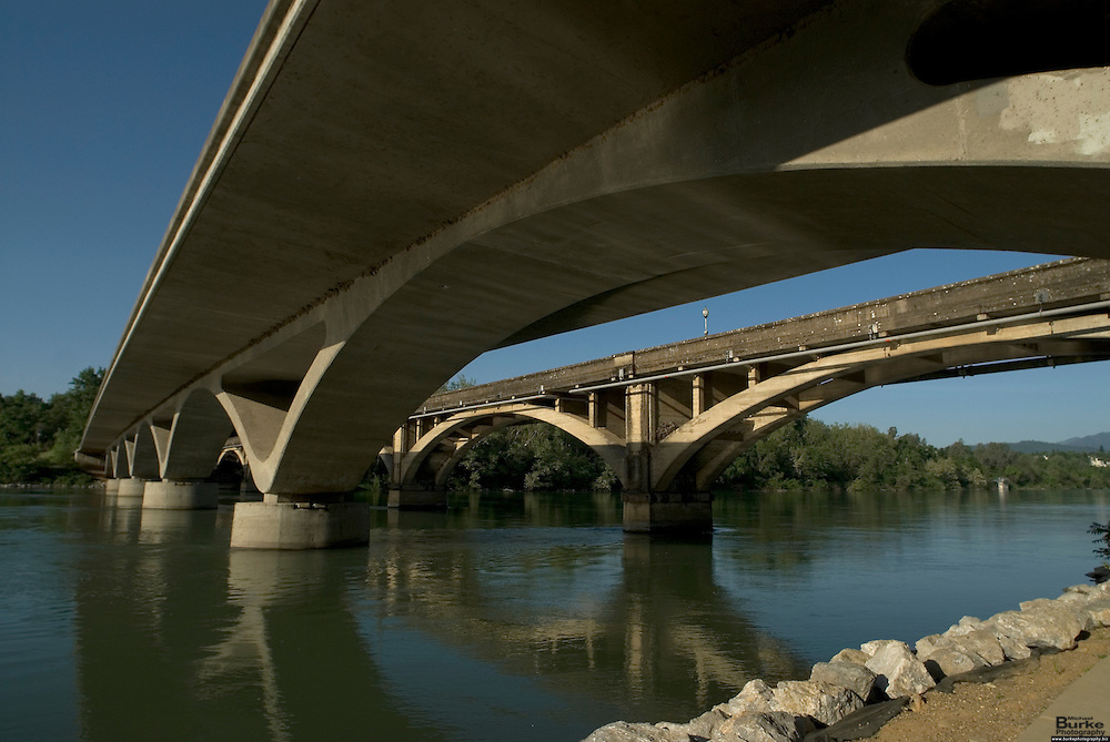 The new Lake Redding Bridge over the Sacramento River in Redding, California was built parallel to the Diestelhorst Bridge, an existing 75 year old historically and architecturally significant concrete arch bridge that will be converted to pedestrian use. The new bridge reflects and respects the historic bridge using a modern structural form and state-of-the-art construction methods...The replacement bridge has special environmental and aesthetic needs that preclude the use of a standard transportation structure.