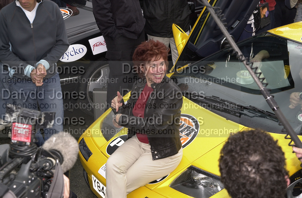 Ruby Wax. Gumball rally departure. Hyde Park corner. London. 26 April 2001. © Copyright Photograph by Dafydd Jones 66 Stockwell Park Rd. London SW9 0DA Tel 020 7733 0108 www.dafjones.com