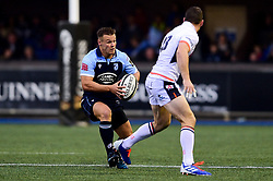 Jarrod Evans of Cardiff Blues is marked by Mark Bennett of Edinburgh Rugby - Mandatory by-line: Ryan Hiscott/JMP - 05/10/2019 - RUGBY - Cardiff Arms Park - Cardiff, Wales - Cardiff Blues v Edinburgh Rugby - Guinness Pro 14