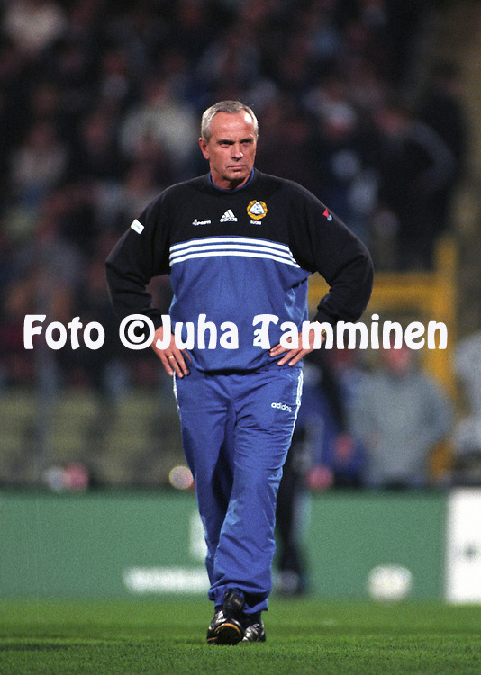 31.03..1999, Frankenstadion, N?rnberg, Germany. UEFA European Championship qualifying match, Germany v Finland. .Finland coach Richard M¿ller Nielsen before the match..©Juha Tamminen