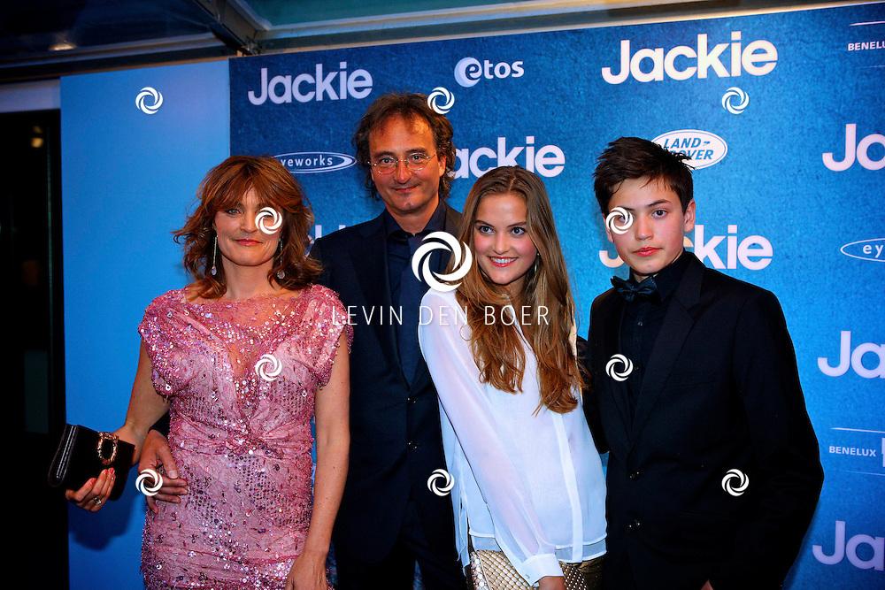 AMSTERDAM - In DeLaMar theater is de filmpremiere van Jackie.  Met op de foto Marnie Blok en Maarten Treurniet met hun kinderen. FOTO LEVIN DEN BOER - PERSFOTO.NU