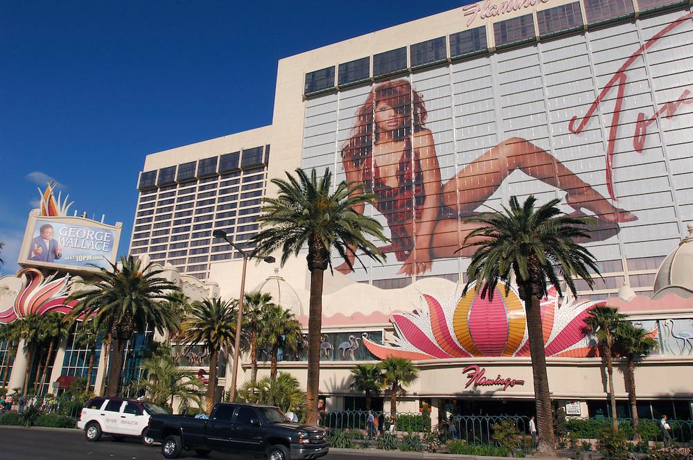 USA Nevada Las Vegas Flamingo Casino und Hotel Toni Braxton Werbung Las Vegas Boulevard  The Strip Nachtleben shopping Touristen Tourismus (Farbtechnik sRGB 34.74 MByte vorhanden) Geography / Travel .