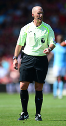 Referee Mike Dean - Mandatory by-line: Alex James/JMP - 26/08/2017 - FOOTBALL - Vitality Stadium - Bournemouth, England - Bournemouth v Manchester City - Premier League