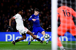 Christian Pulisic of Chelsea has a shot on goal  - Mandatory by-line: Ryan Hiscott/JMP - 10/12/2019 - FOOTBALL - Stamford Bridge - London, England - Chelsea v Lille - UEFA Champions League group stage