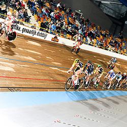 28-12-2014: Wielrennen: NK Baanwielrennen: Apeldoorn peloton in actie op de scratch