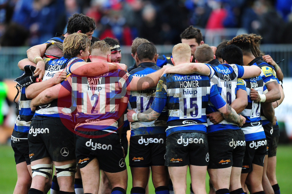 The Bath Rugby team huddle together at half-time - Mandatory byline: Patrick Khachfe/JMP - 07966 386802 - 04/03/2017 - RUGBY UNION - The Recreation Ground - Bath, England - Bath Rugby v Wasps - Aviva Premiership.