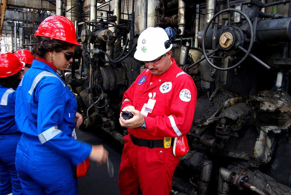 Complejo Criogenico de Jose - Petrozuata. Ubicado en el sector Jose, entre Barcelona y Piritu, en el se encuentran las mas importantes empresas petroleras tanto nacionales como extrangeras entre las que se destacan PEQUIVEN, Sincor, PDVSA y Fertinitro. 08 de abril del 2008. <br /> Photography by Aaron Sosa<br /> Caracas, Venezuela 2008<br /> (Copyright &copy; Aaron Sosa)