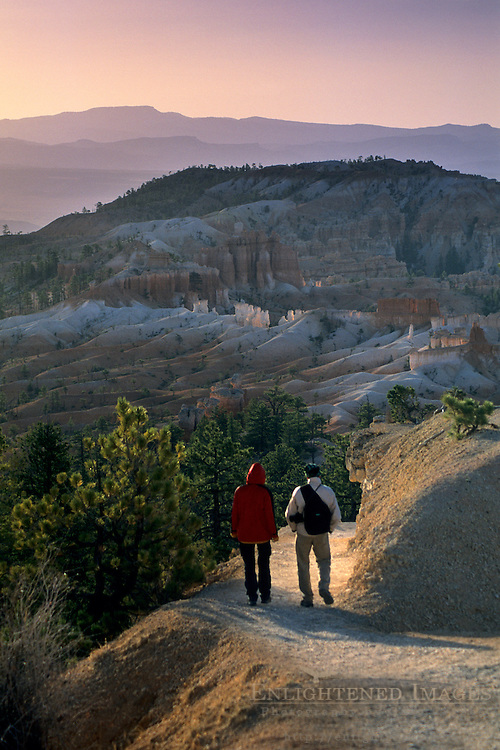 Hikers on the Queens Garden Trail, Bryce Canyon National Park, UTAH