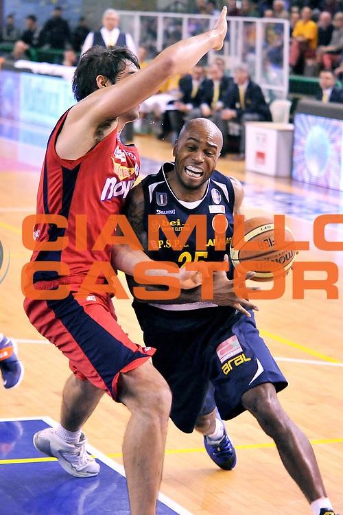 DESCRIZIONE: Casale Monferrato LNP ADECCO GOLD 2013/2014 Novipi&ugrave; Casale Monferrato-Pms Manital Torino  <br /> GIOCATORE: Tim Bowers<br /> CATEGORIA: palleggio<br /> SQUADRA: Pms Manital Torino<br /> EVENTO: Campionato LNP ADECCO GOLD 2013/2014<br /> GARA: Novipi&ugrave; Casale Monferrato-Pms Manital Torino <br /> DATA: 30/03/2014<br /> SPORT: Pallacanestro <br /> AUTORE: Junior Casale/G.Gentile<br /> Galleria: LNP GOLD 2013/2014<br /> Fotonotizia: Casale Monferrato Campionato LNP ADECCO GOLD 2013/2014 Novipi&ugrave; Casale Monferrato-Pms Manital Torino<br /> Predefinita: