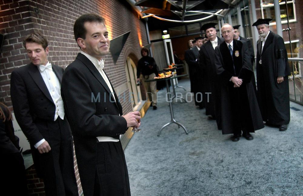 Groningen, 30-10-2003: Prins Maurits (links) trad op als een van de Paranimfen van promovendus Frits-Joost van Beekhoven van de Boezem. (midden) (Foto: Michel de Groot)