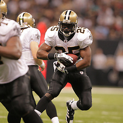2008 September 28: New Orleans Saints running back Reggie Bush (25) in action during the NFL week four game between the San Francisco 49ers and the New Orleans Saints at the Louisiana Superdome in New Orleans, LA.