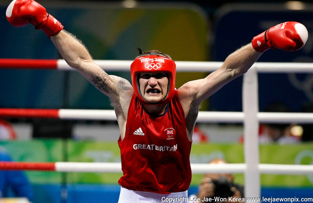 Tony Jeffries of Britain celebrates his victory over Imre Szello of Hungary in the men's light heavyweight (81kg) quarterfinal 1 boxing match at the Beijing 2008 Olympic Games August 19, 2008. /Lee Jae-Won