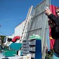 Frankrijk Lieusaint,21 mei 2015.<br /> Stichting AAP die zich inzet voor opvang en welzijn van verwaarloosde dieren waaronder diverse apensoorten haalt nu verwaarloosde 2 tijgers en 2 leeuwen op bij een failliete circus in het plaatsje Lieusaint in de buurt van Parijs om ze vervolgens een betere toekomst te geven in opvangcentrum Primadomus in de buurt van Alicante Spanje.<br /> Op de foto: Voordat de dieren op transport gaan worden ze medisch na verdoving nog goed onderzocht door 2 dierenartsen.<br /> <br /> <br /> <br /> Foto: Jean-Pierre Jans