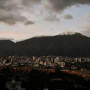Vista aerea de la ciudad de Caracas al final de la tarde..Caracas, Venezuela 21-11-2009. <br /> Photography by Aaron Sosa