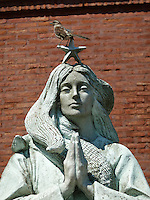 Bird on Virgin Mary Statue in Buenos Aries. Images taken with a Leica V-Lux 20 camera (ISO 80, 49 mm, f/5.6, 1/640 sec)