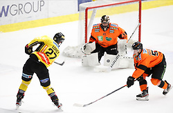 17.01.2020, Merkur Eisstadion, Graz, AUT, EBEL, Moser Medical Graz 99ers vs Vienna Capitals, 41. Runde, im Bild von links Ty Loney (Vienna Capitals), Cristopher Nihlstorp (Moser Medical Graz 99ers) und Kalle Johansson (Moser Medical Graz 99ers) // from l to r Ty Loney (Vienna Capitals) Cristopher Nihlstorp (Moser Medical Graz 99ers) and Kalle Johansson (Moser Medical Graz 99ers) during the Erste Bank Eishockey League 41th round match between Moser Medical Graz 99ers and Vienna Capitals at the Merkur Eisstadion in Graz, Austria on 2020/01/17. EXPA Pictures © 2020, PhotoCredit: EXPA/ Erwin Scheriau
