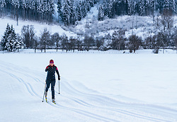 THEMENBILD - eine Langläuferin auf einer Loipe mit Winterlandschaft, aufgenommen am 4. Feber 2018 in Zell am See, Österreich // a female cross-country skier on a ski trail with a winter landscape, Zell am See, Austria on 2018/02/04. EXPA Pictures © 2018, PhotoCredit: EXPA/ JFK