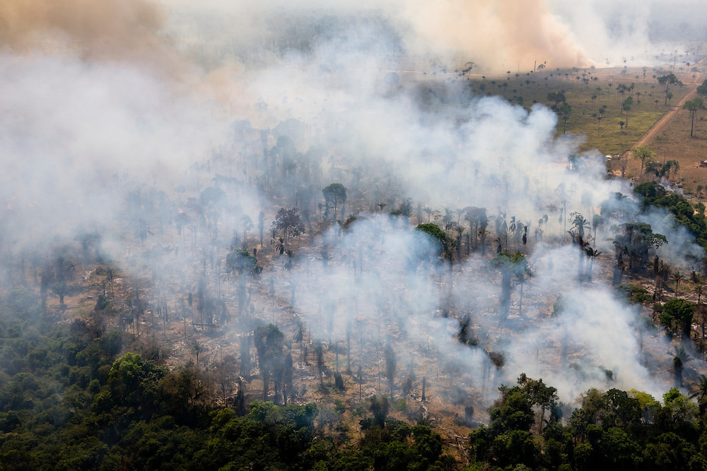 Fires burn the Amazon rainforest to clear the ground for cattle ranching in Sao Felix Do Xingu municipality, in Para State, Brazil, August 12, 2008..Daniel Beltra/Greenpeace