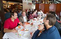 BLOEMENDAAL - Quiten Dike met de gebroeders Zeller.  Oud internationals Eby Kessing, Ronald Brouwer en Nick Meijer, alle spelers van Bloemendaal, namen afscheid met een afscheidsdrieluik. COPYRIGHT KOEN SUYK