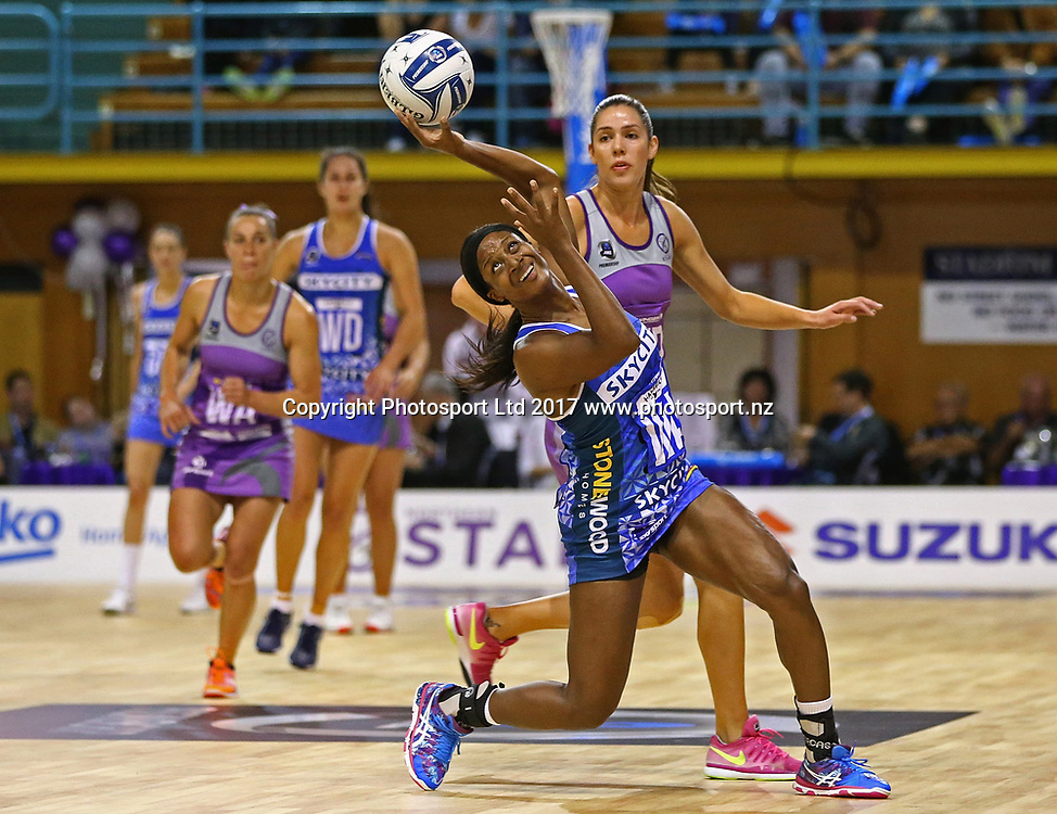 Sasha Corbin of the Mystics is challenged by Kayla Cullen of the Stars in the ANZ Premiership netball match between the Northern Stars and Skycity Mystics at ASB Kohimarama, Auckland, New Zealand,   Wednesday, May 17, 2017. Copyright photo: David Rowland / www.photosport.nz