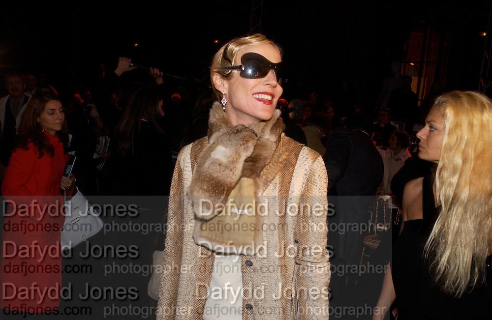 Daphne Guinness, Ungaro couture fashion show at their studio, Ave Montaigne, Paris, 21 January 2004.  © Copyright Photograph by Dafydd Jones 66 Stockwell Park Rd. London SW9 0DA Tel 020 7733 0108 www.dafjones.com