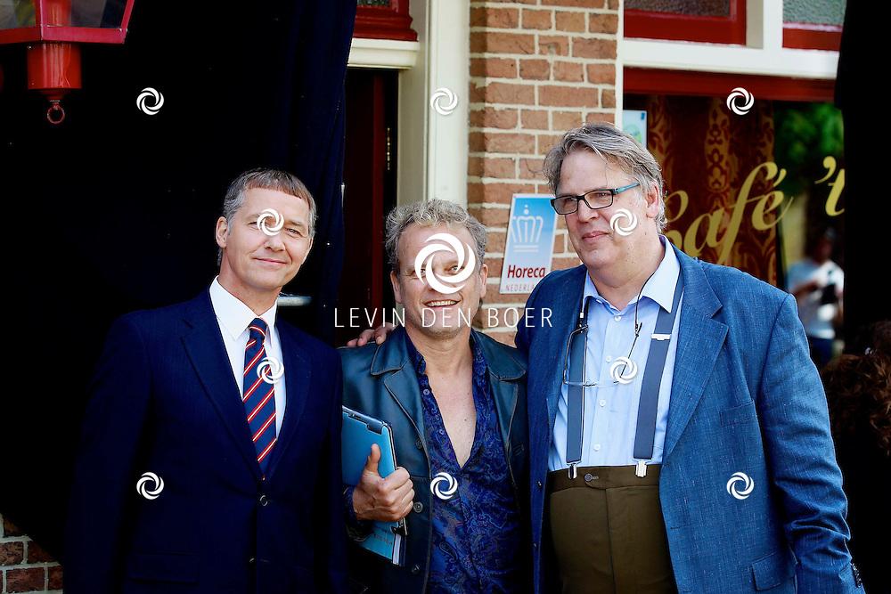 WOUDRICHEM - In het kleine vestingstad Woerkum zijn de opnames van Dokter Tinus. Deze tv serie word op SBS6 uitgezonden. Met op de foto  Tom Hoffman, Reinout Bussemaker en Jack Wouterse. FOTO LEVIN DEN BOER - PERSFOTO.NU