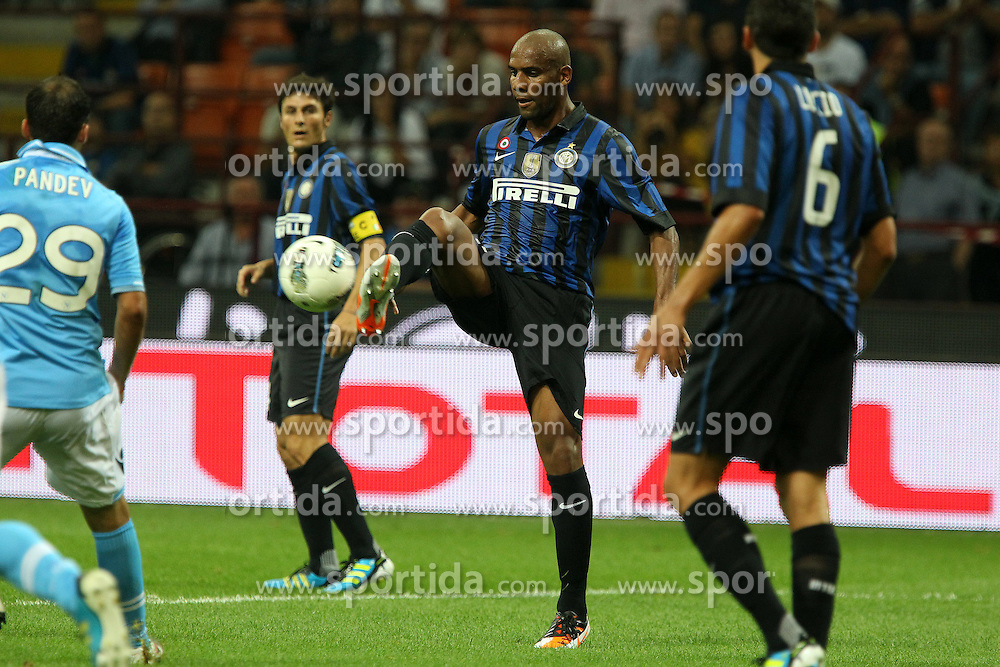 01.10.2011, Giuseppe Meazza Stadion, Mailand, ITA, Serie A, Inter Mailand vs SSC Neapel, im Bild Maicon Inter.. // during Serie A football match between Inter Milan and Napoli at Giuseppe Meazza Stadium in Milan, Italy on 1/10/2011. EXPA Pictures © 2011, PhotoCredit: EXPA/ InsideFoto/ Paolo Nucci +++++ ATTENTION - FOR AUSTRIA/(AUT), SLOVENIA/(SLO), SERBIA/(SRB), CROATIA/(CRO), SWISS/(SUI) and SWEDEN/(SWE) CLIENT ONLY +++++