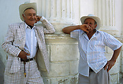 Hombres conversando a las afueras de la iglesia de Pueblo Nuevo en Merida. Pueblo Nuevo,16-02-2000 (Ramón Lepage / Orinoquiaphoto) Two men from the ´´ south towns´´ in the Andes Mountains of Merida. The agriculture is one of the main economic activities in this area. 2000 (Ramón Lepage / Orinoquiaphoto)