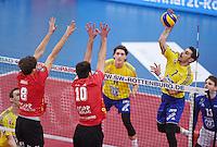 Volleyball 1. Bundesliga Saison 2016/2017  28.12.2016 TV Rottenburg - VfB Friedrichshafen Protopsaltis (re, VfB Friedrichshafen) gegen Ferenc Nemeth (Mitte, TV Rottenburg) und Felix Isaak (li, Felix Isaak)