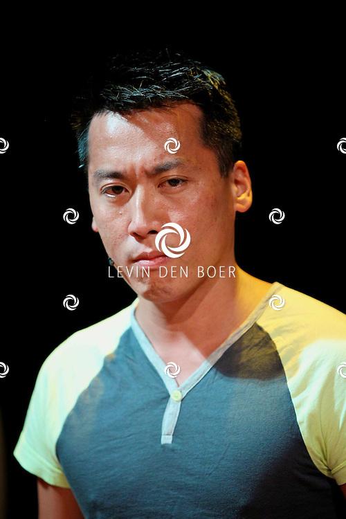 AMSTERDAM - In het DeLaMar Theater gaf Joop van den Ende Theaterproducties een kleine sneakpeak naar de nieuwe Nederlandse Musical, Hij Gelooft In Mij.  Met op de foto Kok Hwa Lie. FOTO LEVIN DEN BOER - PERSFOTO.NU