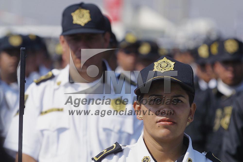 Toluca, Méx.- Durante la entrega de equipamiento a la Direccion de Seguridad Publica. Agencia MVT / Mario Vázquez de la Torre.