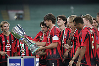 Milano 21/8/2004 Supercoppa Italiana - Italian Supercup Milan Lazio 3-0 Paolo Maldini Milan alza la supercoppa<br /> <br /> <br /> <br /> AC Milan's Paolo Maldini holds the trophy after winning the Italy Super Cup soccer match between AC Milan and Lazio at the San Siro stadium in Milan, Italy<br /> <br /> <br /> <br /> Foto Andrea Staccioli Graffiti