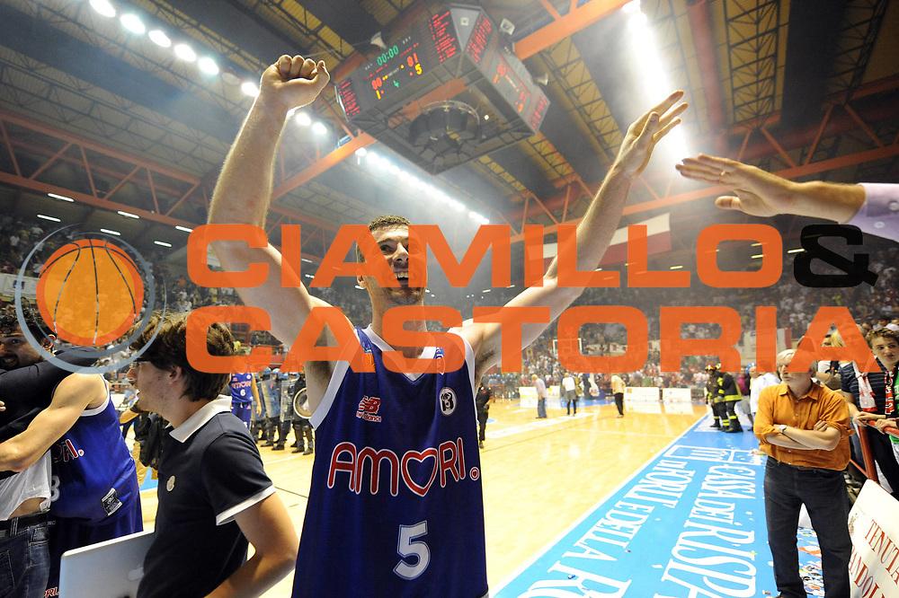 DESCRIZIONE : Forli LNP Lega Nazionale Pallacanestro Serie A Dilettanti 2009-10 Playoff Finale Gara5 Vemsistemi Forli Amori Fortitudo Bologna<br /> GIOCATORE : Matteo Malaventura<br /> SQUADRA : Amori Fortitudo Bologna<br /> EVENTO : Lega Nazionale Pallacanestro 2009-2010 <br /> GARA : Vemsistemi Forli Amori Fortitudo Bologna<br /> DATA : 16/06/2010<br /> CATEGORIA : esultanza super<br /> SPORT : Pallacanestro <br /> AUTORE : Agenzia Ciamillo-Castoria/M.Marchi<br /> Galleria : Lega Nazionale Pallacanestro 2009-2010 <br /> Fotonotizia : Forli LNP Lega Nazionale Pallacanestro Serie A Dilettanti 2009-10 Playoff Finale Gara5 Vemsistemi Forli Amori Fortitudo Bologna<br /> Predefinita :