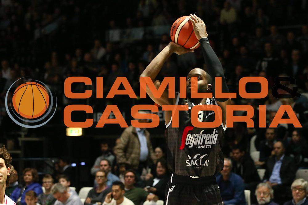 Michael Umeh<br /> Segafredo Bologna - Dinamica Generale Mantova<br /> Campionato Basket LNP 2016/2017<br /> Bologna 16/10/2016<br /> Foto Ciamillo-Castoria