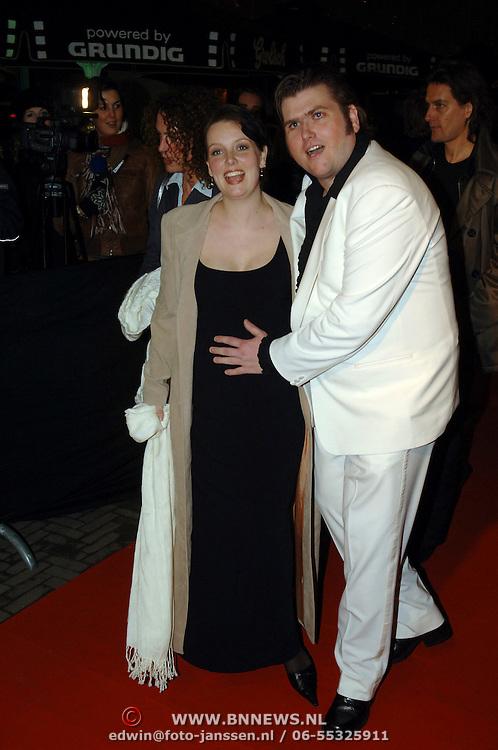 NLD/Amsterdam/20060307 - Premiere Ik omhels je met duizend armen, Edward Stelder en zwangere partner Anna Pauwels