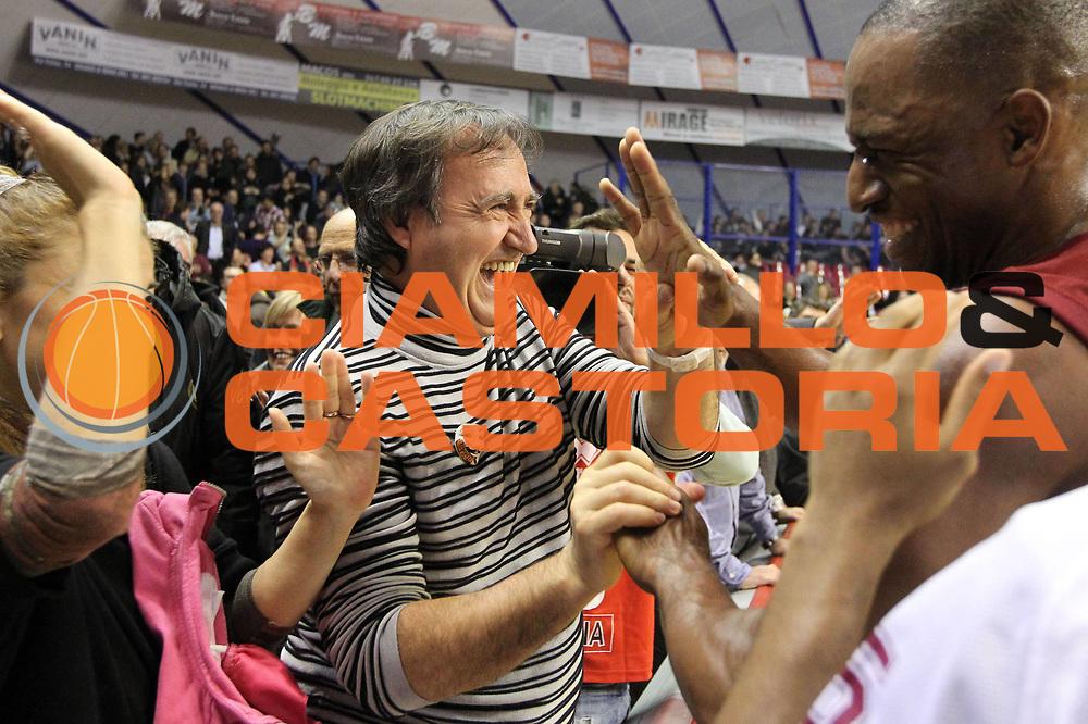 DESCRIZIONE : Venezia Lega A 2012-13 EA7 Umana Venezia Saie3 Bologna<br /> GIOCATORE : luigi brugnaro<br /> CATEGORIA : esultanza<br /> SQUADRA : Umana Venezia Saie3 Bologna<br /> EVENTO : Campionato Lega A 2012-2013 <br /> GARA : Umana Venezia Saie3 Bologna<br /> DATA : 09/12/2012<br /> SPORT : Pallacanestro <br /> AUTORE : Agenzia Ciamillo-Castoria/G.Contessa<br /> Galleria : Lega Basket A 2012-2013  <br /> Fotonotizia : Venezia Lega A 2012-13 Umana Venezia Saie3 Bologna<br /> Predefinita :