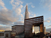 No.1 London Bridge, postmodern high-rise building, 1986, John S. Bonnington Partnership with the Shard London Bridge, also known as London Bridge Tower, 2012, Renzo Piano, in the background, Greater London, UK. Picture by Manuel Cohen.The use of this image may require further clearance / Merci de vous assurer que l'utilisation finale de l'image ne necessite pas d'autorisation supplementaire.