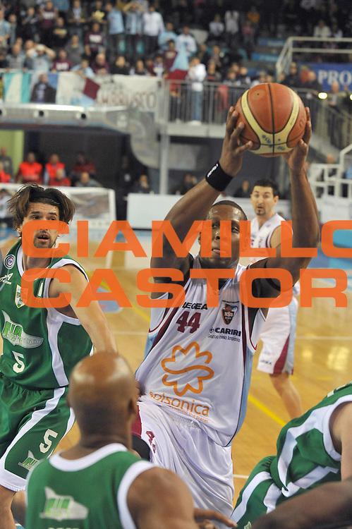 DESCRIZIONE : Rieti Lega A1 2008-09 Solsonica Rieti Air Avellino<br /> GIOCATORE : Pervis Pasco<br /> SQUADRA : Solsonica Rieti <br /> EVENTO : Campionato Lega A1 2008-2009 <br /> GARA : Solsonica Rieti Air Avellino<br /> DATA : 01/02/2009<br /> CATEGORIA : Rimbalzo<br /> SPORT : Pallacanestro <br /> AUTORE : Agenzia Ciamillo-Castoria/E.Grillotti